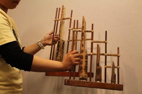 展覧会では衣装のほか楽器も展示